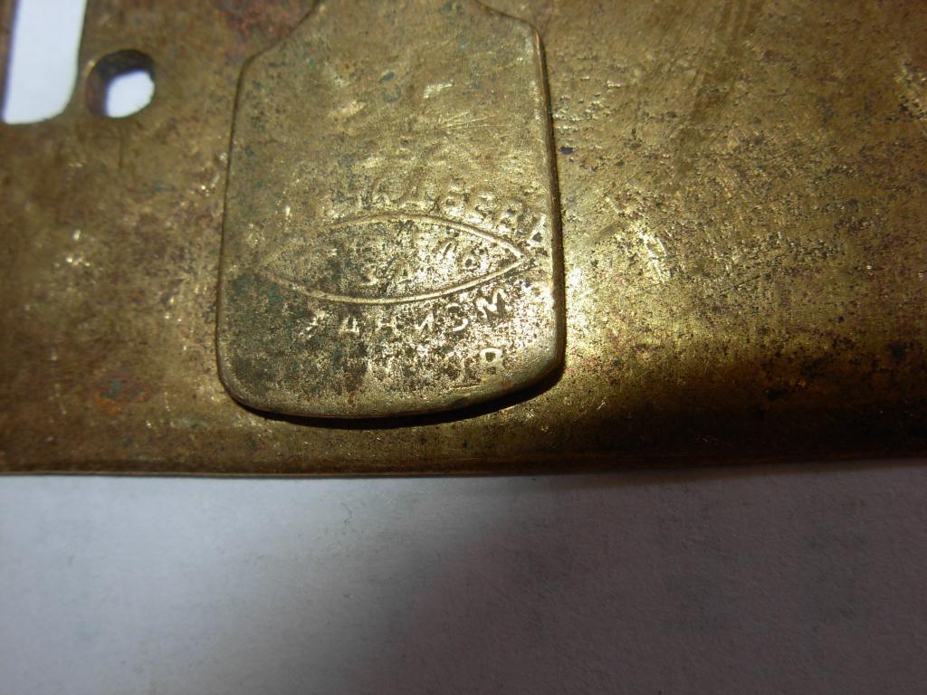 Накладка старинная замочная скважина под ключ на замок  латунь патина уключина шторка с фирмой 19 в
