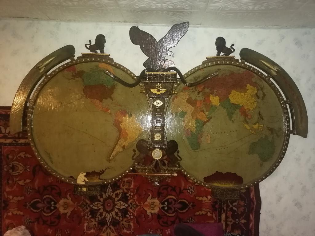 Карта мира ручной работы и предметы старины