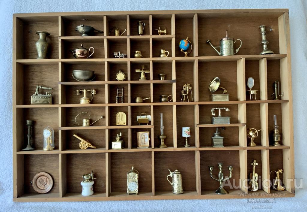 Коллекция миниатюр  Латунь 48 шт Полочка дуб 42 * 62 см 3,3 кг